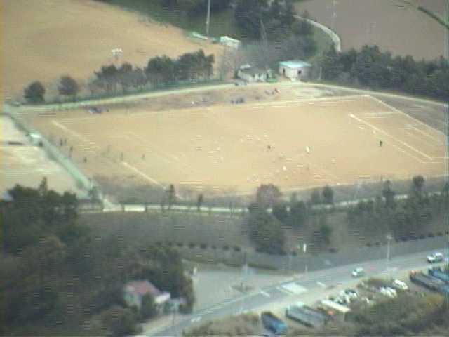 →画像表示 [ Lサイズ ] 記録日: 1998/11/22 麻生町上空... 麻生高校グラウン